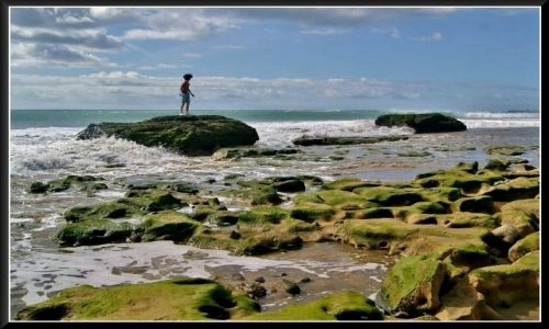 HISZPANIA / Gran Canaria / Maspalomas / Chłopczyk na skałkach