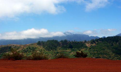 Zdjecie HISZPANIA / Wyspy Kanaryjskie, La Gomera / La Gomera, Mirador de Abrante / Czerwona ziemia