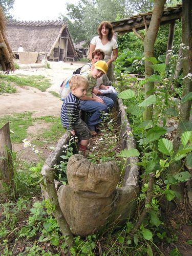 Zdjęcia: EINDHOVEN-SKANSEN ARCHEOLOGICZNY, W STAREJ ŁODZI, HOLANDIA