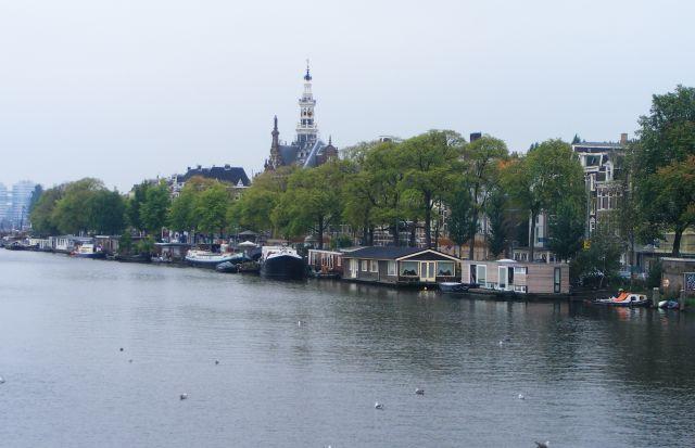 Zdjęcia: Amsterdam, Amsterdam, domy na kanale Amstel, HOLANDIA