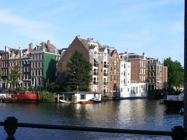 Zdjęcia: Amsterdam, Amsterdam, domy nad kanałem, HOLANDIA
