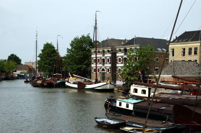 Zdjęcia: Gouda, W krainie sera i wiatraków, Port w Goudzie, HOLANDIA