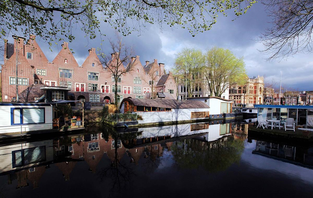 Zdjęcia: Kanał, Groningen, Domy nad wodą, domy na wodzie, HOLANDIA