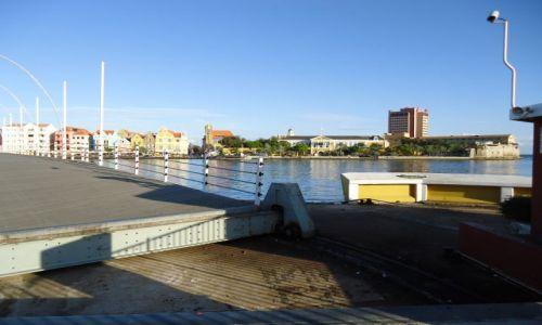 HOLANDIA / Antyle Holenderskie / Curacao / Willemstad / Składany most