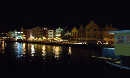 HOLANDIA / Antyle Holenderskie / Curacao / Willemstad / Punda by night