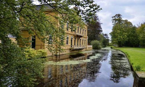 Zdjęcie HOLANDIA / Drenthe / Leek / Pałacyk z fosą