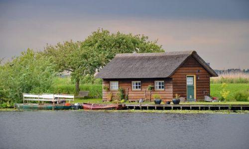 Zdjecie HOLANDIA / Zuid Holland / Kinderdijk / Mały dom nad wodą