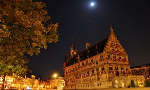 HOLANDIA / Zuid Holland / Gouda / Rynek w Goudzie