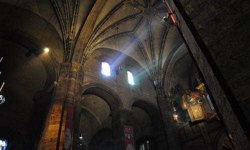 Zdjecie HOLANDIA / Limburgia / Maastricht / Onze-Lieve-Vrouwebasiliek wewnątrz II-gra świateł