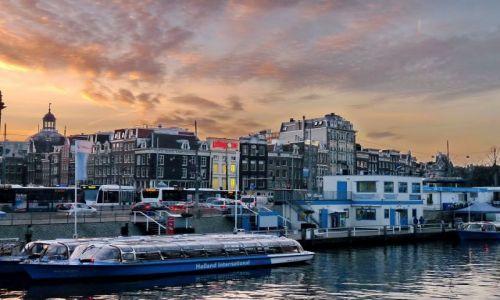 Zdjęcie HOLANDIA / Zuid Holland / Amsterdam / Łodzie turystyczne w Amsterdamie