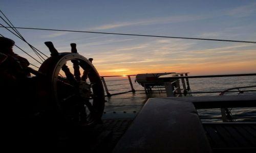 Zdjęcie HOLANDIA / Morze Północne / Dar Młodzieży / Zachodzący ster