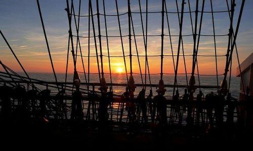 Zdjęcie HOLANDIA / Morze Północne / Dar Młodzieży / Zachód w sieci