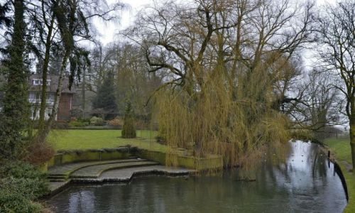 HOLANDIA / Gelderland / Rheden / Dom i ogród nad kanałem