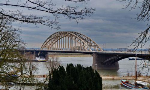 Zdjęcie HOLANDIA / Geldria / Nijmegen / Waalbrug w Nijmegen