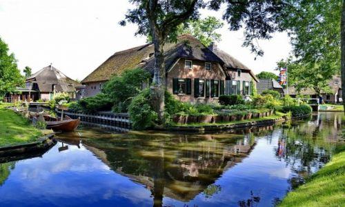 HOLANDIA / Overijssel / Giethoorn / Dom w Giethoorn
