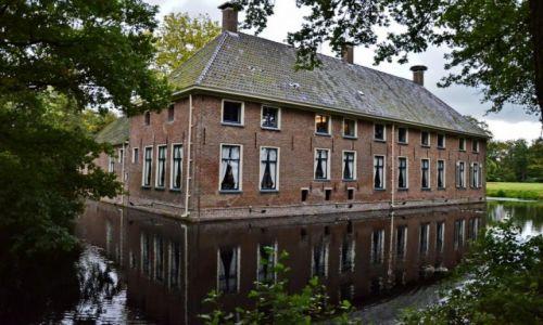 Zdjęcie HOLANDIA / Drenthe  / Roden / Pałacyk w wodzie