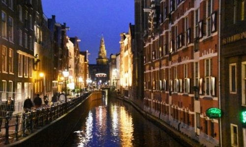 HOLANDIA / Amsterdam / centrum / Nad kanałem