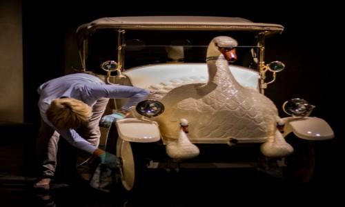 HOLANDIA / Haga (Den Haag) / Louwman Museum / Brudna robota w muzeum