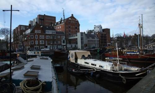 Zdjęcie HOLANDIA / Groningen / Wzdłuż kanałów / Barki