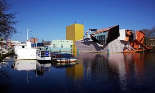 Zdjęcie HOLANDIA / Groningen / Muzeum miejskie / Na wodzie