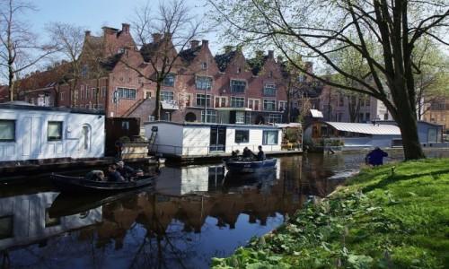 Zdjęcie HOLANDIA / Groningen / Stare Miasto / Nad kanałem