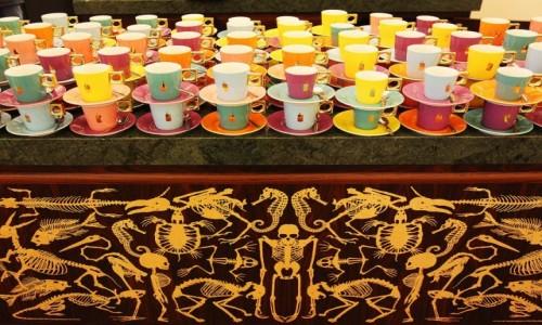 Zdjęcie HOLANDIA / Groningen / Muzeum miejskie, bar kawowy / Filiżanki