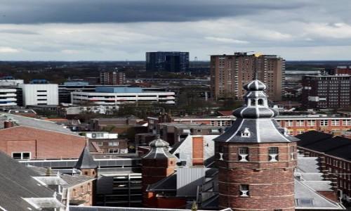 Zdjęcie HOLANDIA / Groningen / Wieża kościoła św. Marcina / Stare i nowe