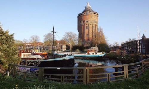 Zdjęcie HOLANDIA / Groningen / Kanał / Pod wieżą