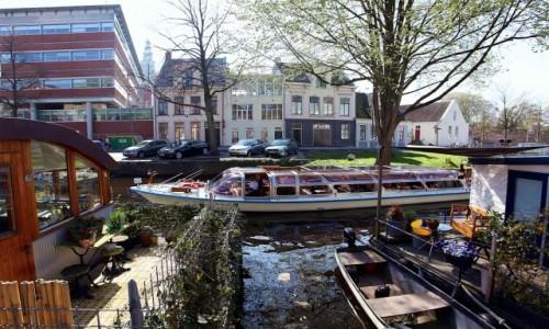 Zdjęcie HOLANDIA / Groningen / Stare Miasto / Życie na kanale