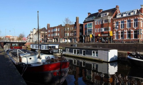 HOLANDIA / Groningen / Kanał / Domy i domki