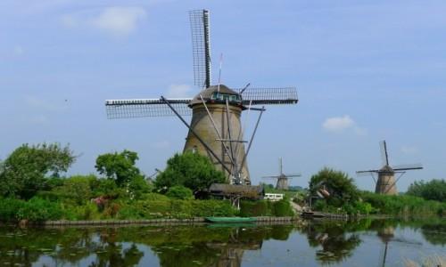 HOLANDIA / Zuid Holland  / Okolice wsi Kinderdijk / Wiatraki