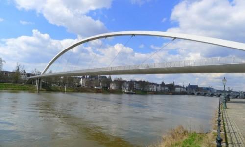 Zdjecie HOLANDIA / Limburgia / Miasto Maastricht / Maastricht pod mostem.