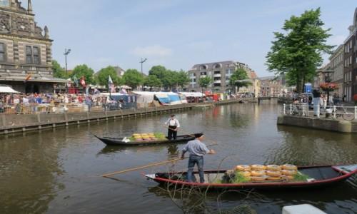 HOLANDIA / Alkmaar / Alkmaar / Gondolierzy serowi