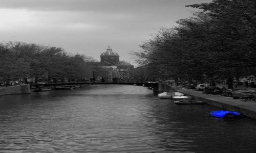 Zdjecie HOLANDIA / pln-wsch / Amsterdam / kanał w pochmurzasty dzień