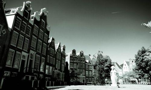 Zdjecie HOLANDIA / Europa / Amsterdam / przy Begijnhof