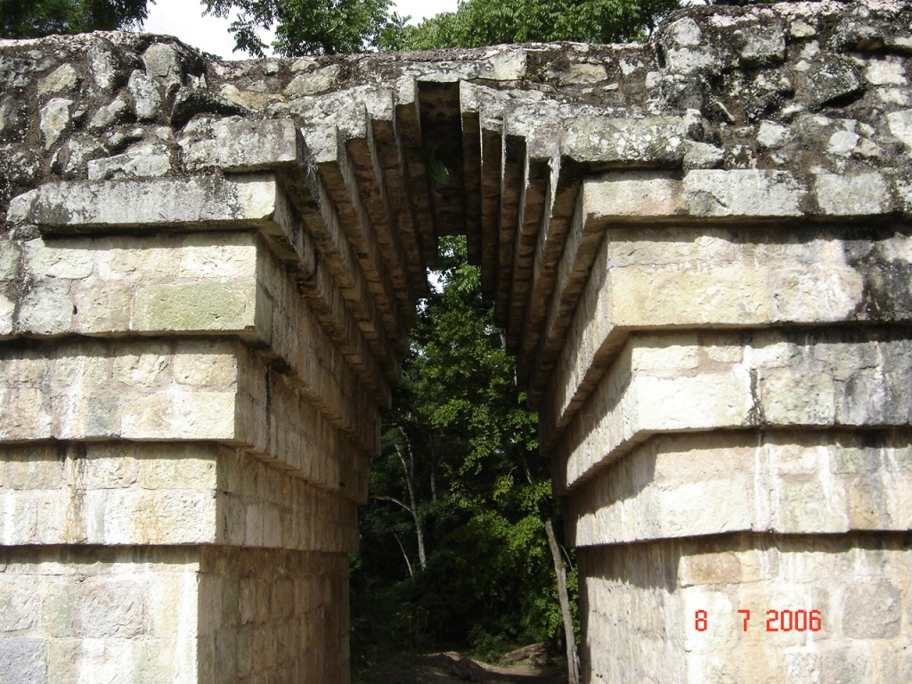 Zdjęcia: Copan, Copan, Aztecki łuk budowlany, HONDURAS