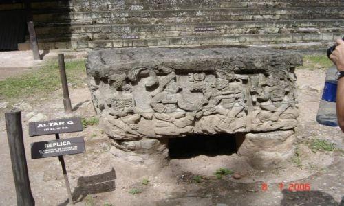 Zdjęcie HONDURAS / Copan / Copan / Fragmenty ołtarzy ofiarnych
