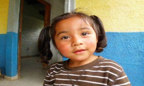 Zdjecie HONDURAS / Pogranicze / Granica Hondurasu z Salwadorem / Córeczka strażnika granicznego