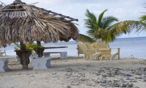 HONDURAS / Wyspa Utila / Utila -plaża nad morzem Karaibskim / Plaża