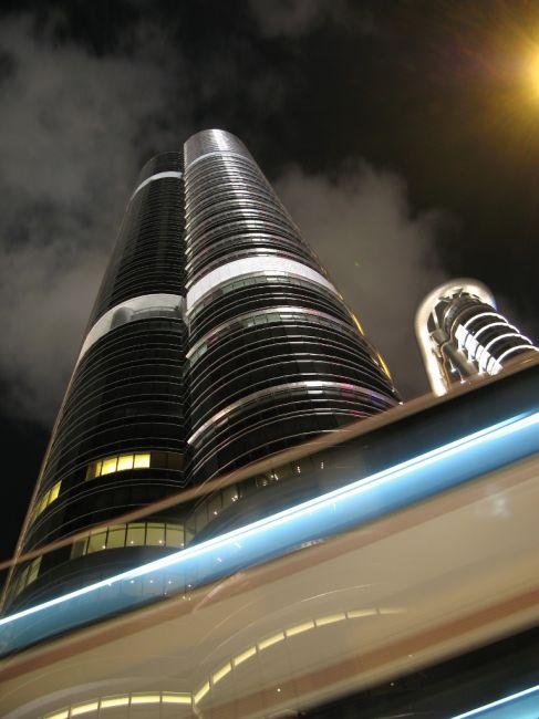Zdjęcia: Hong Kong, Hong Kong, Mroczny wieżowiec, HONG KONG