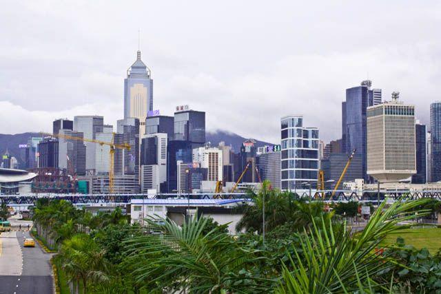 Zdj�cia: Widok z mostu ��cz�cego terminal z miastem, Hong Kong Island, Niebieski Hong Kong, HONG KONG