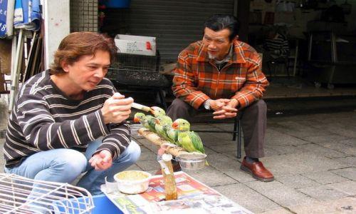 HONG KONG /  Kowloon /  Na ptasim targu / Nakarmić głodomory
