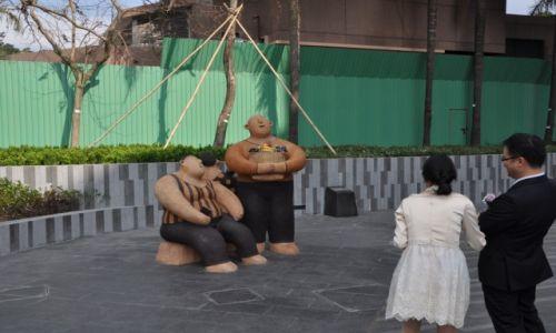 Zdjęcie HONG KONG / Hong Kong / Centrum / Hong Kong Muzeum Sztuki - Dwóch grubasków