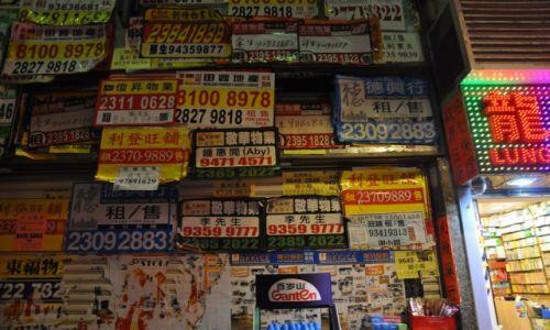 Zdjęcie HONG KONG / Hong Kong / Dzielnica Mongkok / Troszke ogłoszeń lokalnych