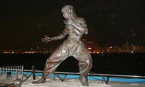 Zdjęcie HONG KONG / Koowlon / nadbrzeże / Kto się z Nim zmierzy?