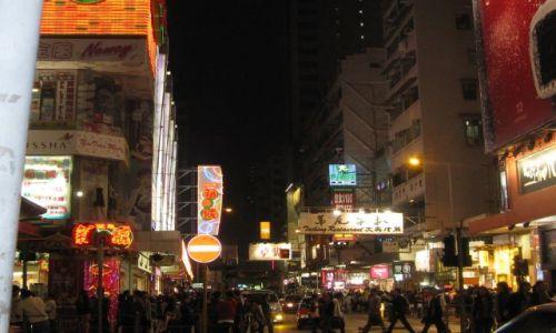 Zdjecie HONG KONG / Chiny / ulice Hong Kong / kiedy Wy spicie? juz polnoc minela