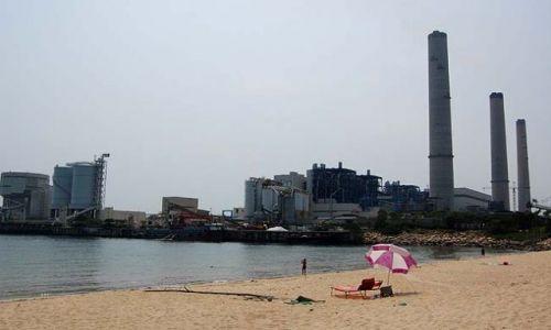 HONG KONG / - / Wyspa Lamma / Industrialne plażowanie
