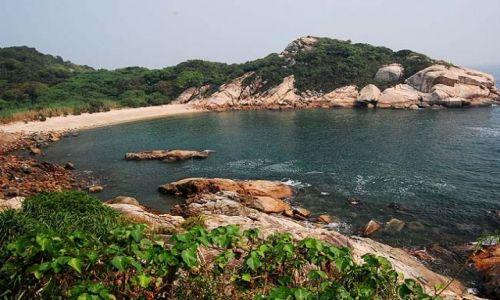 HONG KONG / - / Wyspa Cheung Chau / Dzika plaża, morza szum...