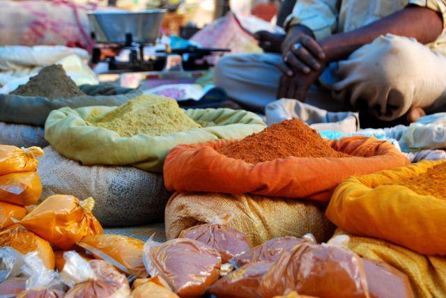 Zdjęcia: Mocha - targ, Indie, Do wyboru do koloru, INDIE