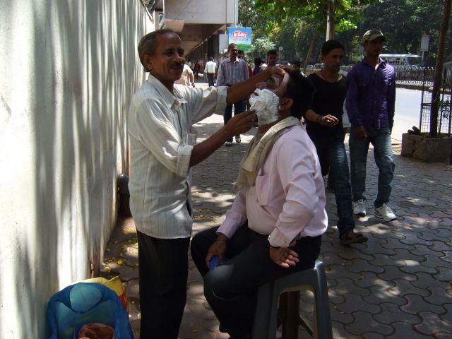 Zdjęcia: Bombaj, Macharasztra, Ten golibroda już sie nie sprzeciwiał, INDIE